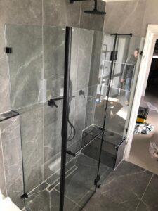 מקלחון זכוכית לבית