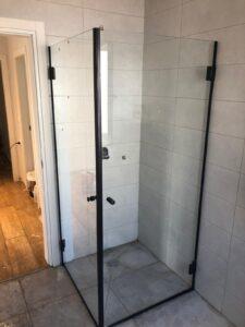 מקלחון זכוכית - עבודות זכוכית מטר של פתרונות